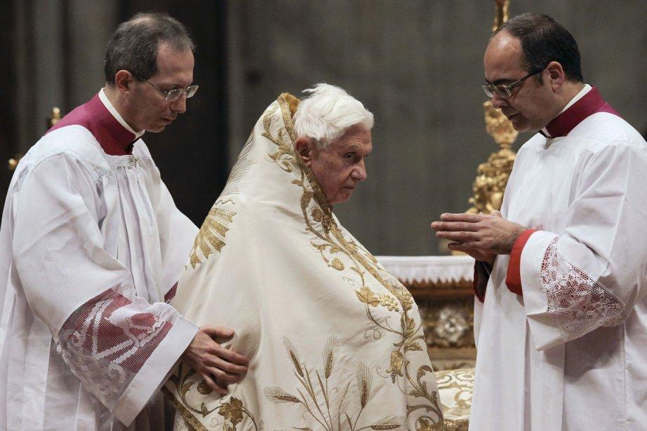 Depuis 500 ans, seulement cinq papes sont morts... (Photo Reuters)