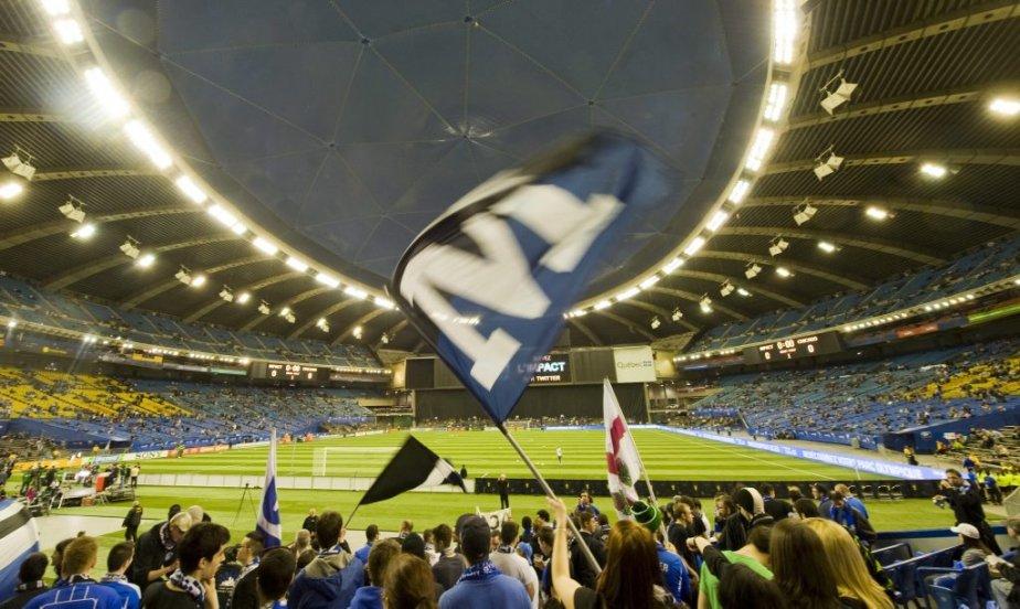 Ambiance électrique dans le grand stade. | 17 mars 2012