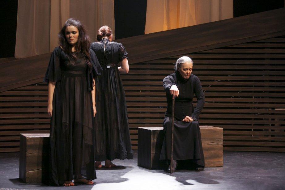Dans La maison de Bernarda, les jeunes comédiennes... (Photo fournie par le théâtre Denise-Pelletier)