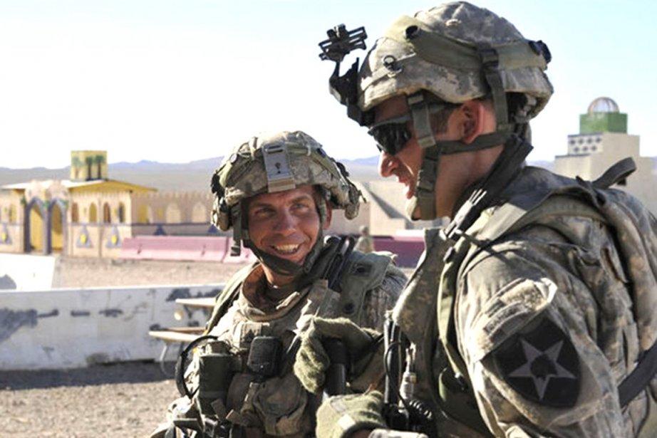 Au moment où le sergent Robert Bales (gauche),... (Photo : AFP)