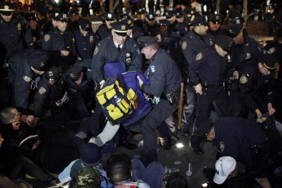 Des protestataires marquant les six mois depuis le début du... (Reuters)