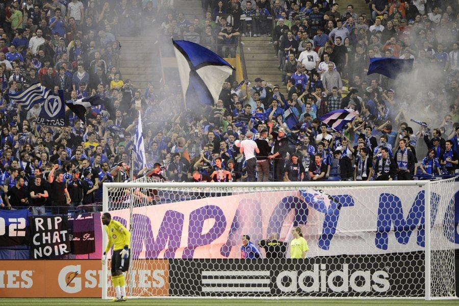 Une foule record de 58 912 spectateurs est... (Photo: Bernard Brault, La Presse)