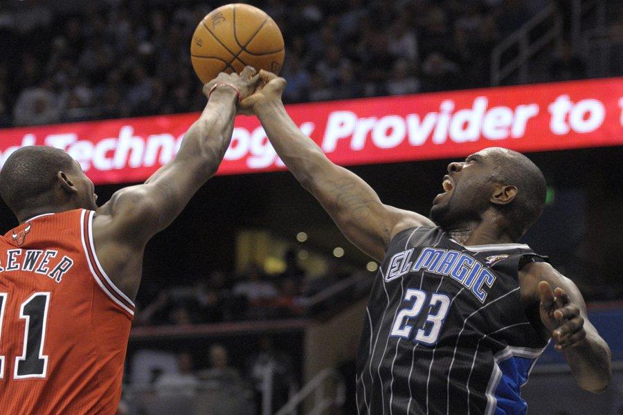 Ronnie Brewer, des Bulls de Chicago, bloque le... (Photo: AP)