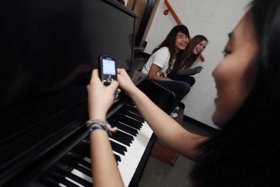 Les jeunes n'ont jamais envoyé autant de textos,... (Photo: Reuters)