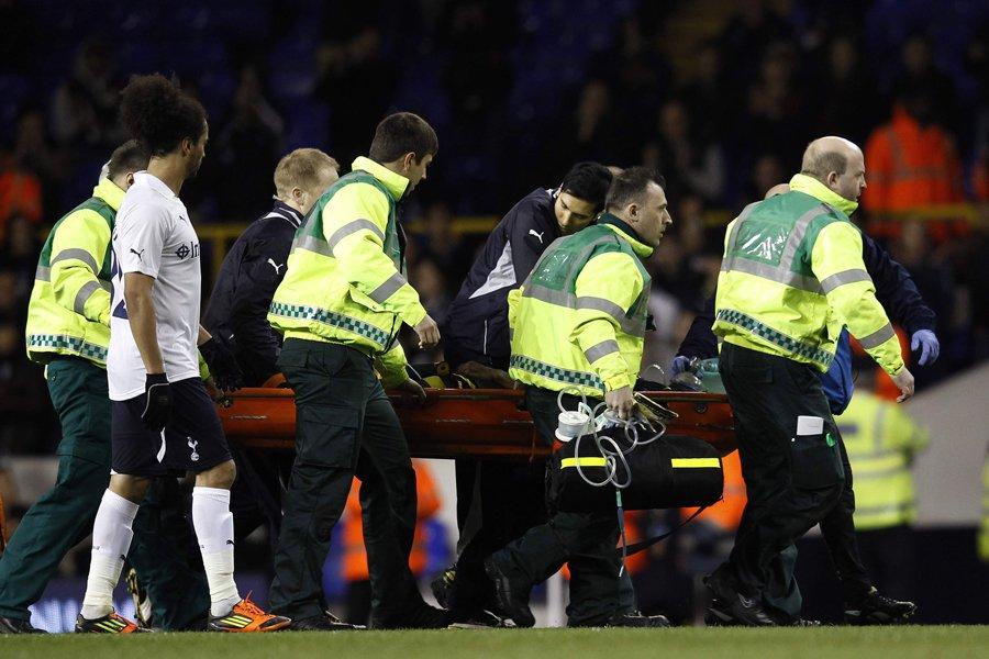 Fabrice Muamba s'est écroulé sur le terrain durant... (Photo: Reuters)