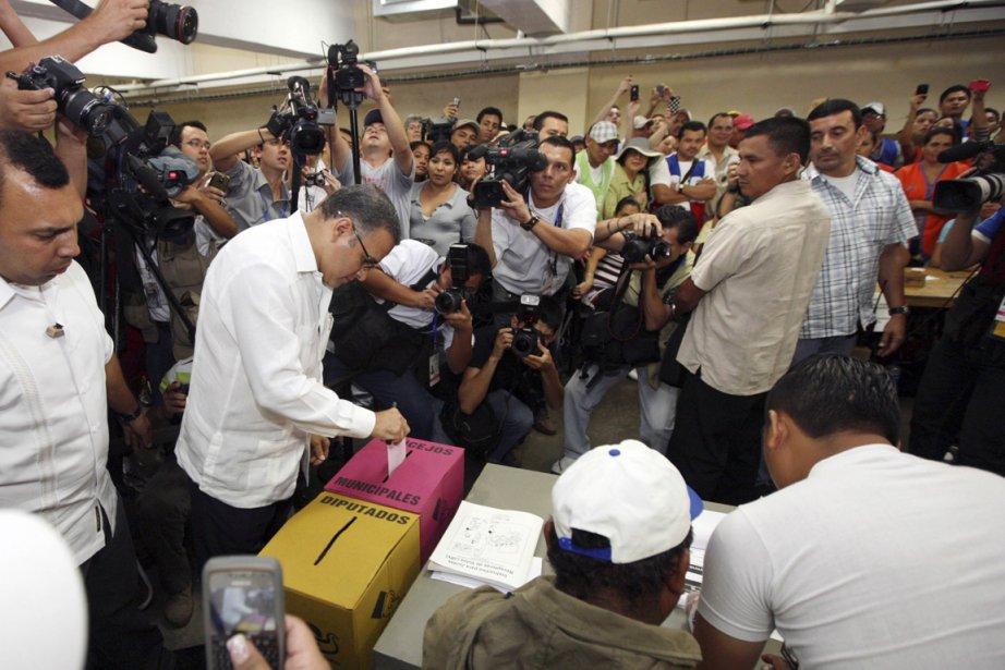 Le président salvadorien Mauricio Funes, que l'on voit... (Photo: Archives Reuters)