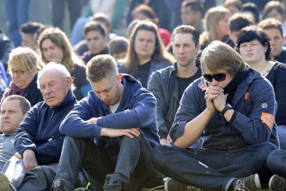 Des milliers de personnes ont rendu mercredi un... (Photo: Ermindo Armino, AP)