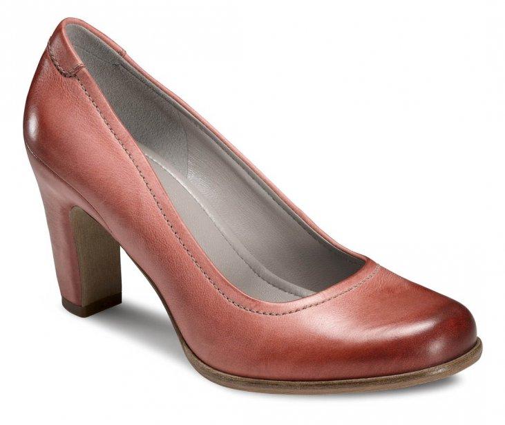 des chaussures color es pour un printemps h tif cyberpresse. Black Bedroom Furniture Sets. Home Design Ideas