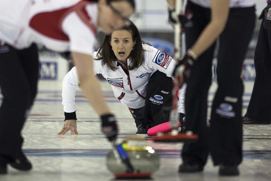 La skip de l'équipe canadienne de curling, Heather... (Photo: Reuters)