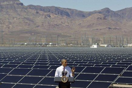Barack Obama a visité mercredi une centrale solaire... (Photo: AP)