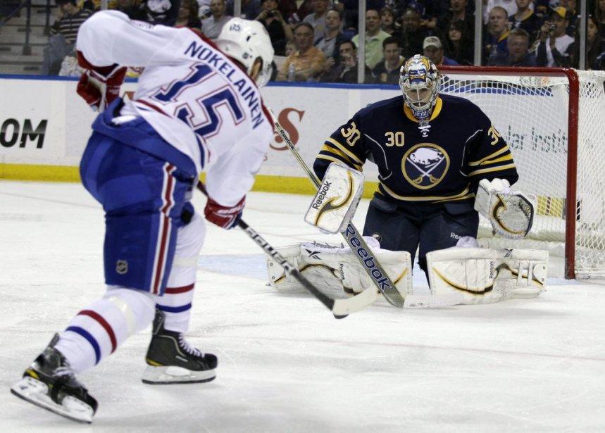 Ryan Miller réalise l'arrêt contre Petteri Nokelainen. | 21 mars 2012