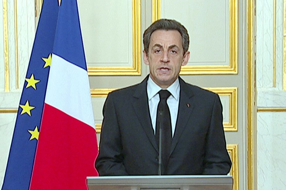 Le président Nicolas Sarkozy s'adresse à la nation.... (Photo: Reuters TV)