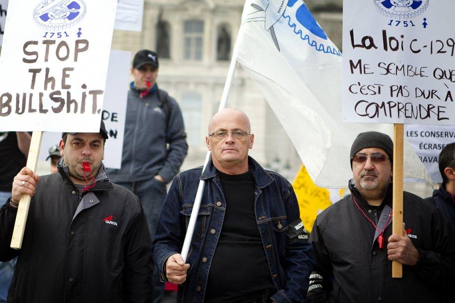 Réunis depuis les aurores ce matin, les travailleurs,... (Photo Marco Campanozzi, La Presse)