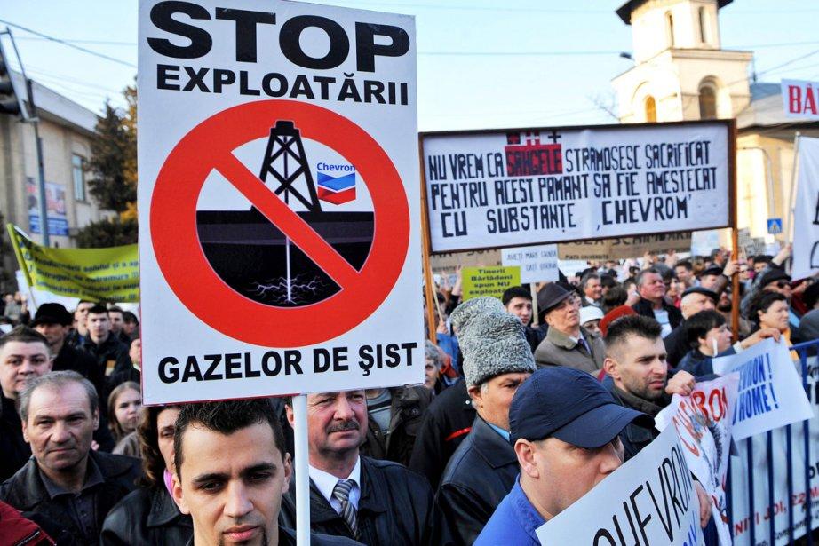 Plus de 2000 personnes ont manifesté jeudi à Barlad (est de la... (Photo AFP)