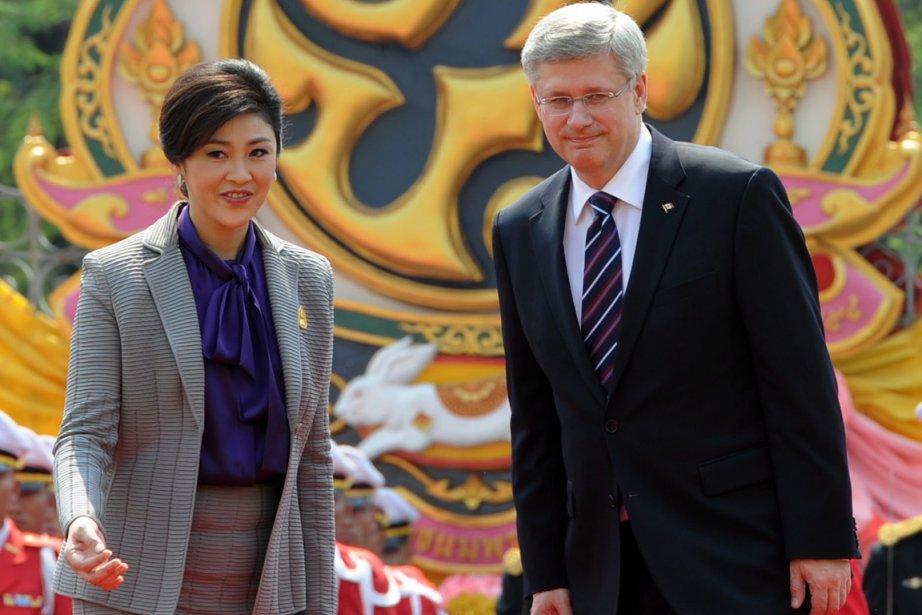 Yingluck Shinawatra et Stephen Harper.... (Photo PC)