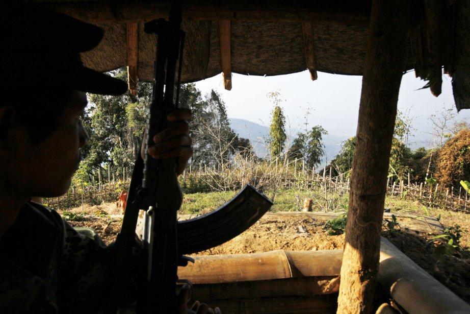 Des combats violents, qui ont forcé des dizaines... (Photo: Vincent Yu, Archives AP)