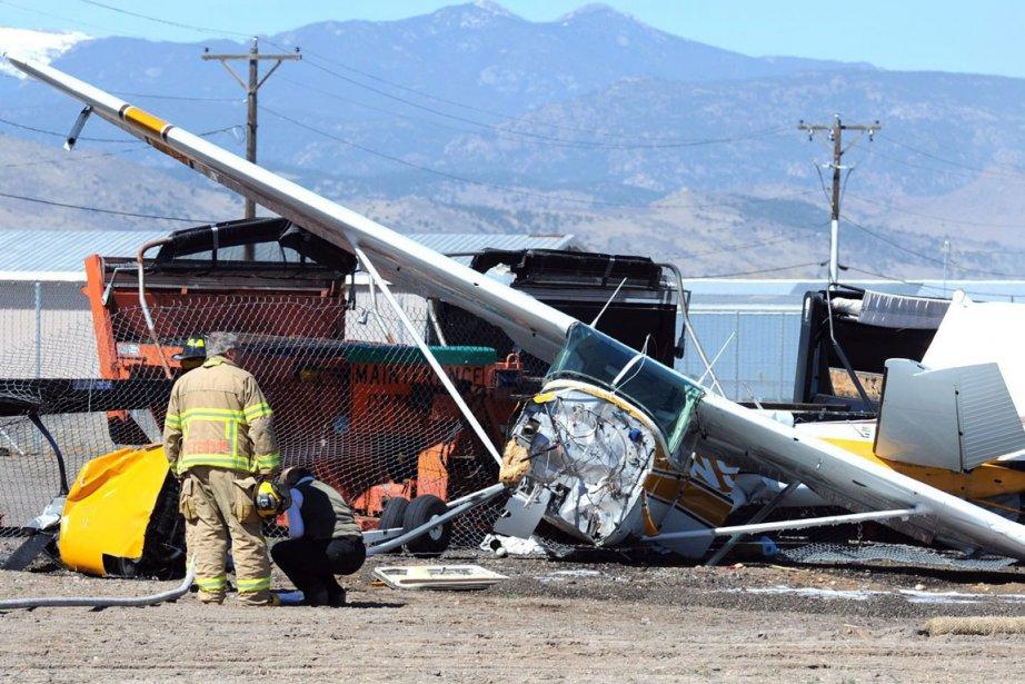 Un des avions est tombé près d'un petit... (Photo AP)