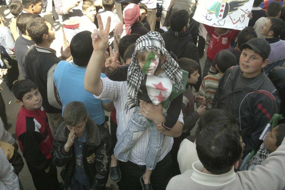 Des manifestants à Maraa vendredi.... (Photo Associated Press)