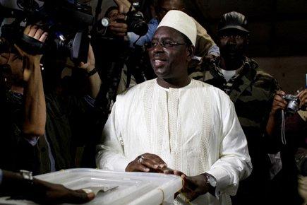 Macky Sall a voté dimanche matin dans une... (Photo: AFP)