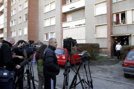 Des membres des médias se sont massés près... (Photo: Reuters)