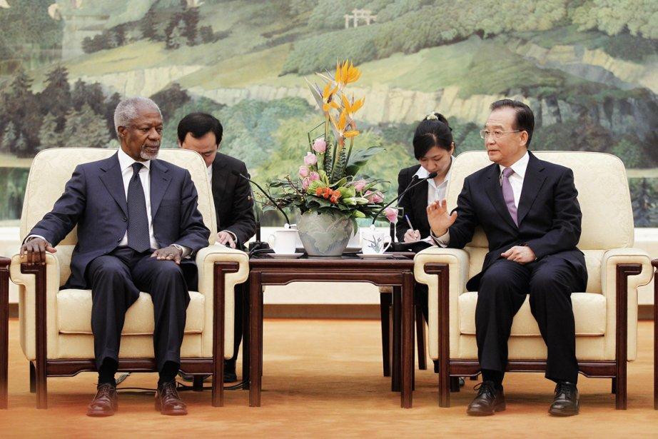 Kofi Annan (gauche) a été reçu par le... (Photo: Lintao Zhan, AP)