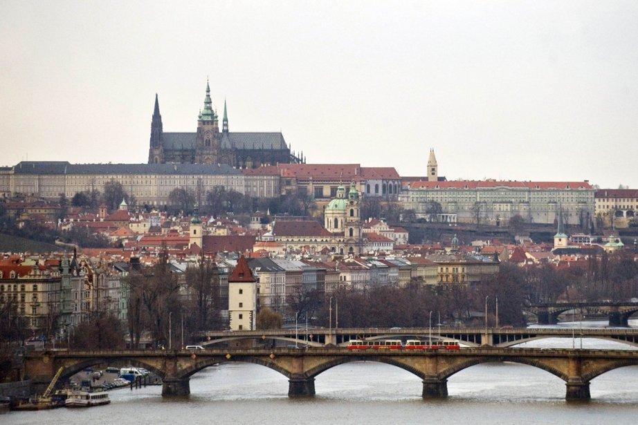 Vue panoramique de la capitale tchèque Prague.... (Photo Michal Cizek, AFP)