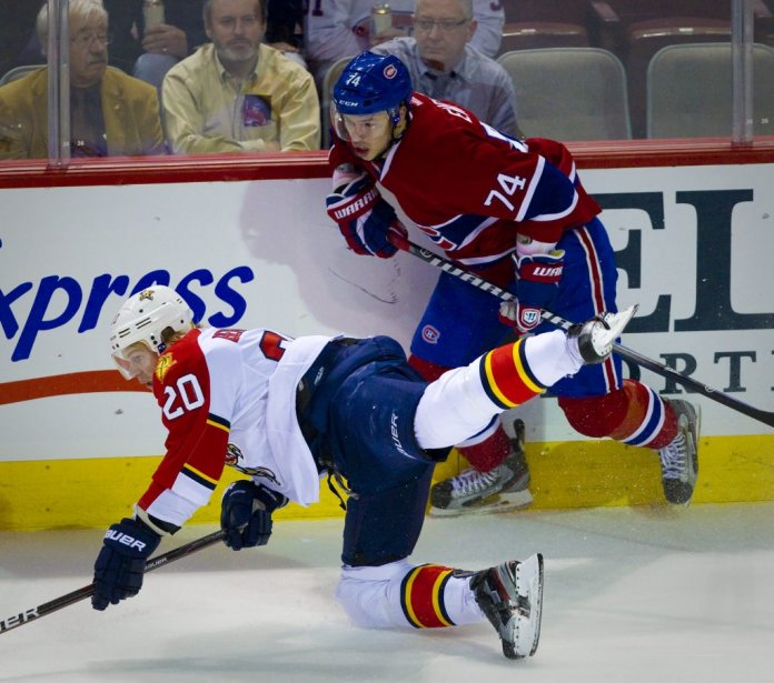 Alexei Emelin du Canadien, contre Sean Bergenheim des Panthers. (Photo: André Pichette, La Presse)