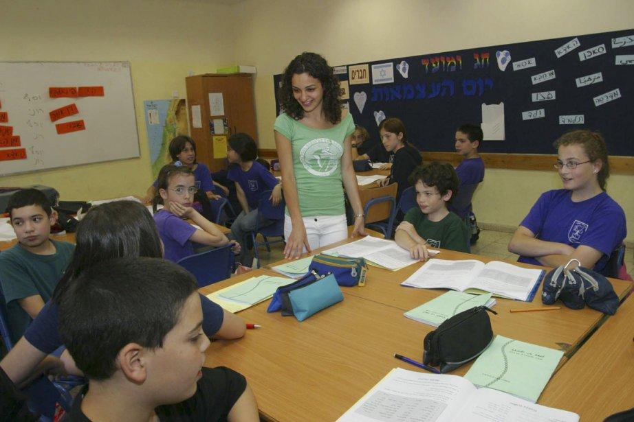 Nouar Abou Al Niel enseigne l'arabe aux élèves... (Photo fournie par l'Abraham Fund Initiatives)