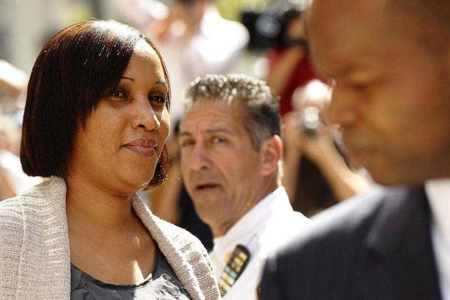 Nafissatou Diallo, que l'on voit ici en compagnie... (Photo: Timothy A. Clary, Archives AFP)