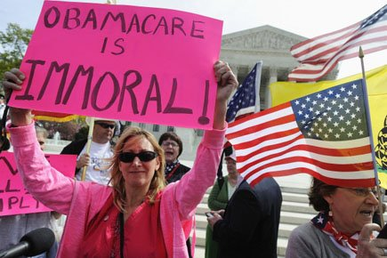 Des opposants à la réforme de la santé... (Photo: Reuters)
