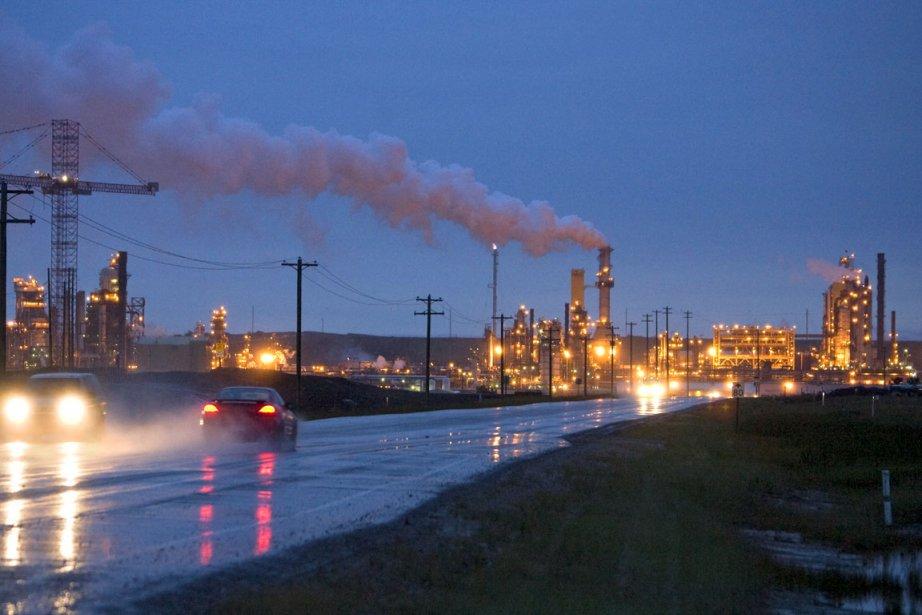 Compagnie pétrolière située à quelques kilomètres au nord... (Photo Alain Roberge, La Presse)