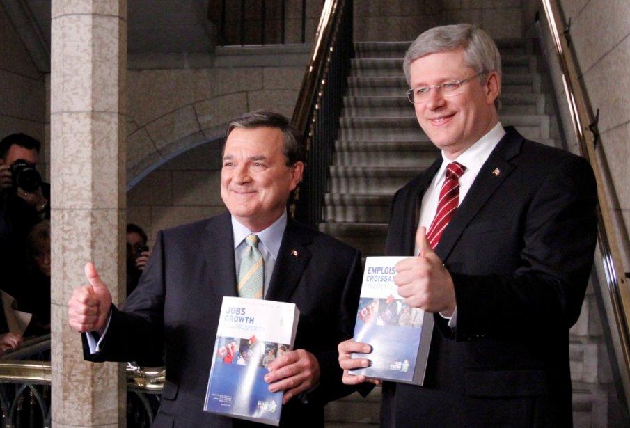 Le premier ministre Stephen Harper et le ministre... (La Presse Canadienne)