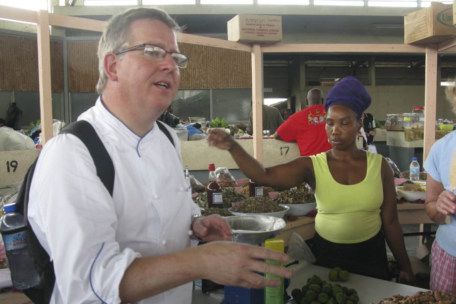 Le chef David Bilsland au marché de Scarborough,... (Photo Andrée Lebel, La Presse)