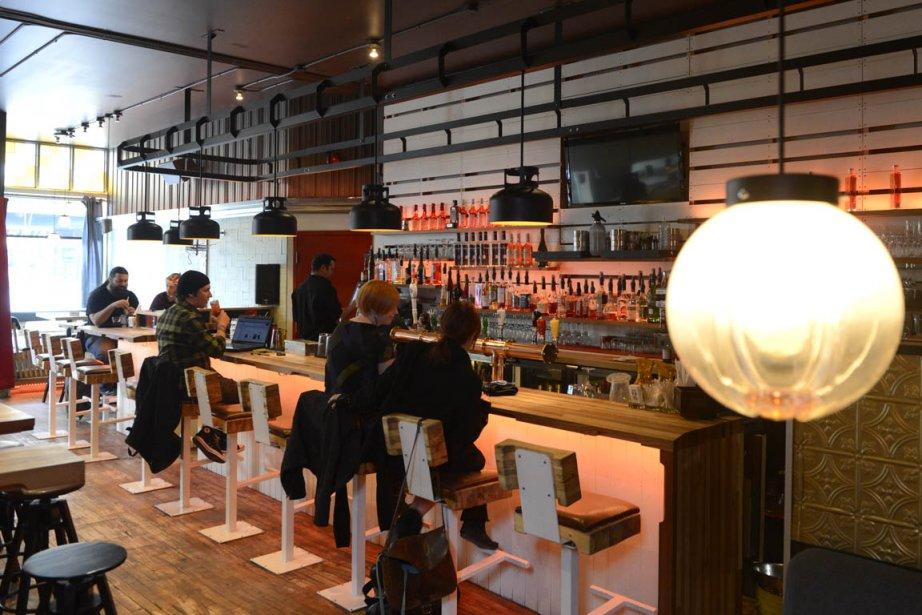 D'un côté, on a installé un long bar... (Photo Bernard Brault, La Presse)