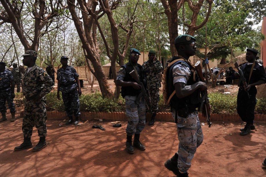 Des soldats de la junte militaire à Kati,... (Photo AFP)