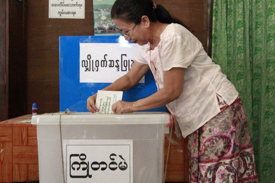 Le vote anticipé a déjà débuté à Mingala... (Photo AFP)