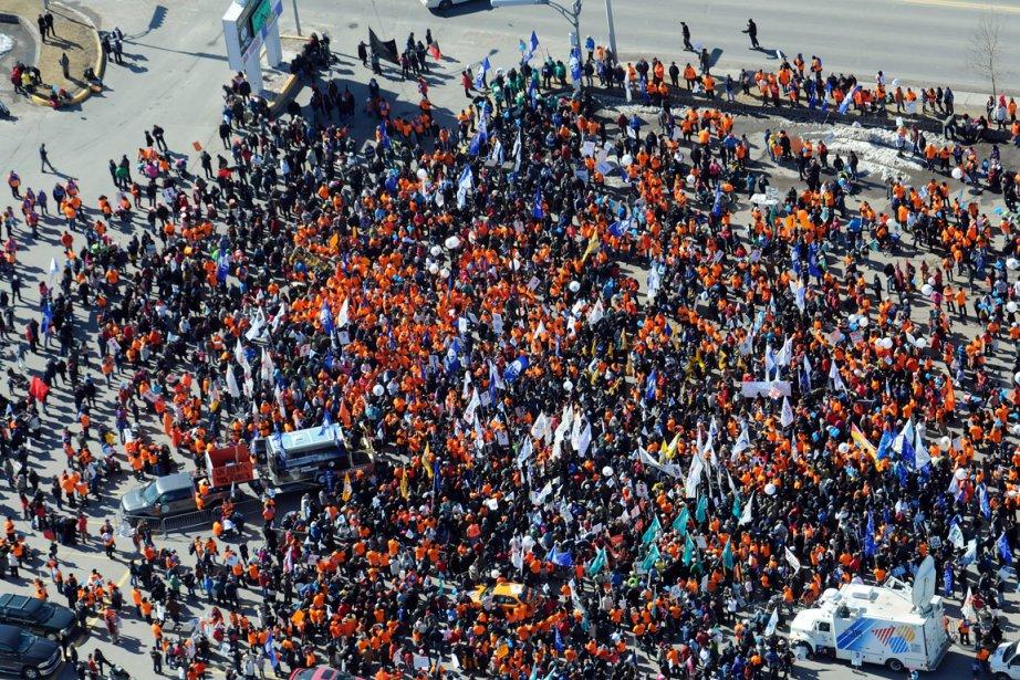 La foule gonflée à bloc était composée des... (Photo : Rocket Lavoie, Le Quotidien)