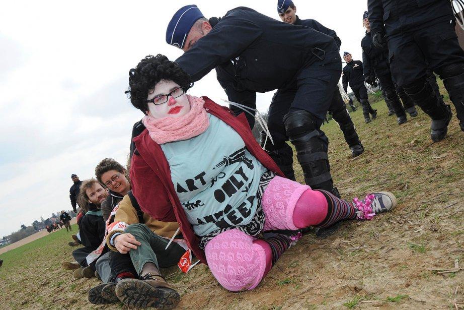 Les manifestants, dont  certains avaient emmené des... (Photo: Reuters)