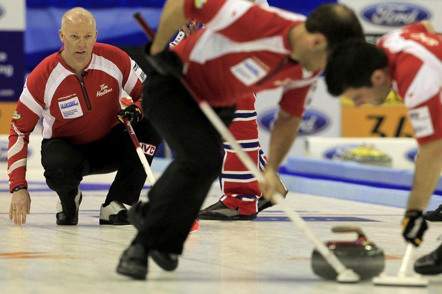 Le skip de l'équipe canadienne, Glenn Howard (à... (Photo: Reuters)