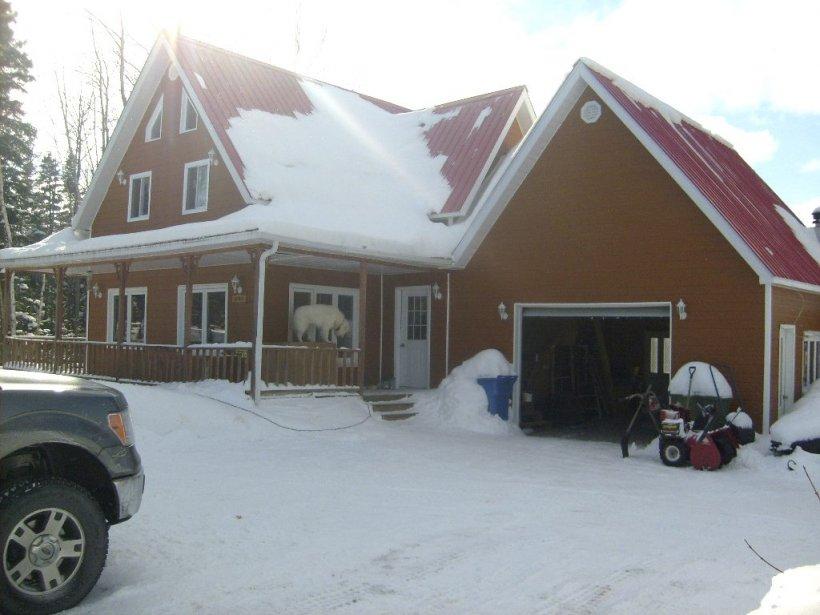 INCENDIE À ROBERVAL - Michel Potvin a construit lui-même sa maison il y a un peu plus de cinq ans. Aujourd'hui, il n'en reste plus rien. Les dommages sont évalués à un demi million de dollars. | 2 avril 2012