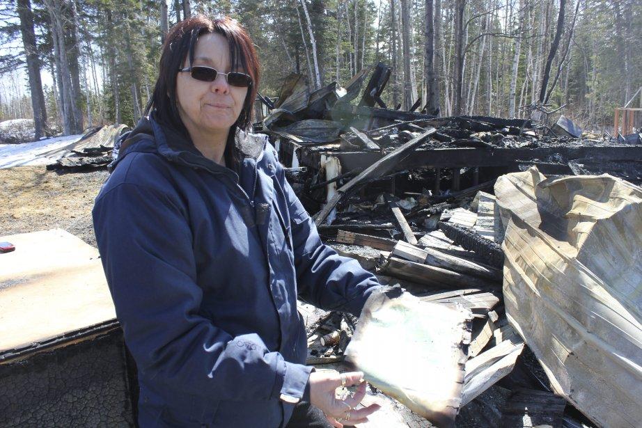 INCENDIE À ROBERVAL - «Je n?ai plus rien», affirmait Nathalie Boivin, hier matin, en constatant l?ampleur des dégâts. | 2 avril 2012