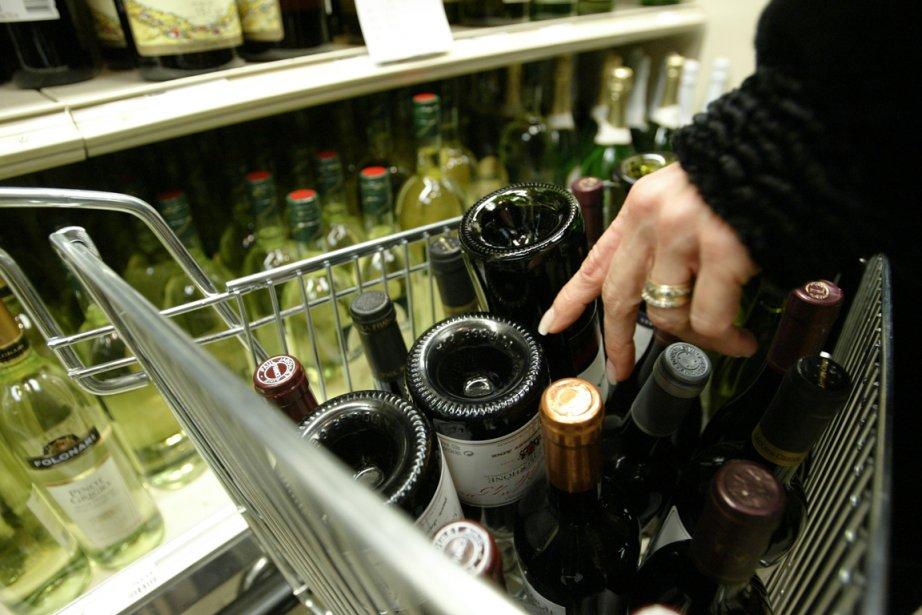 Un Québécois qui achète de l'alcool à la... (Photo André Tremblay, La Presse)