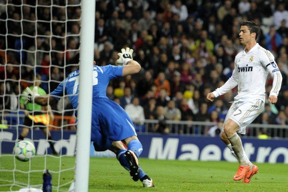 Cristiano Ronaldo a réussi un doublé dans la... (Photo : Felix Ordonez, Reuters)