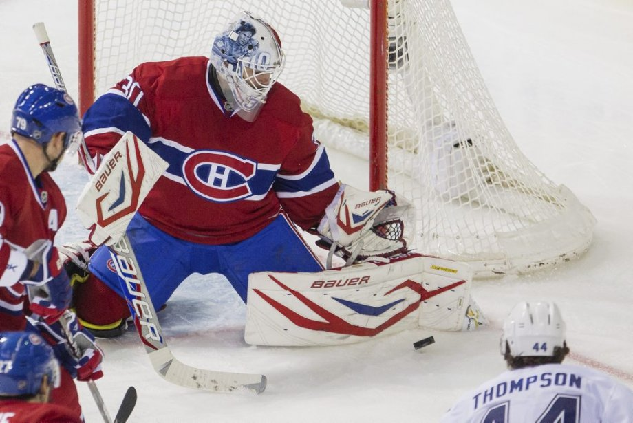 Peter Budaj bloque un tir de Nate Thompson. | 5 avril 2012