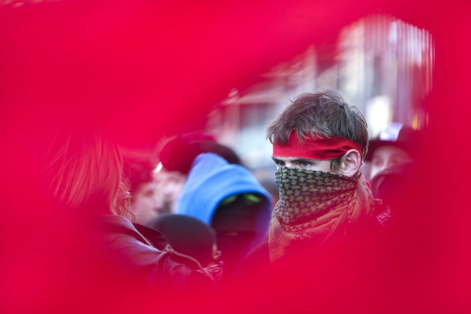 Des centaines de manifestants ont répondu... (Photo : Robert Skinner, La Presse)