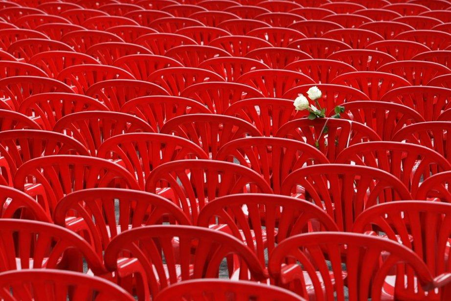 11 541 chaises rouges étaient posées en 825... (Photo AP)