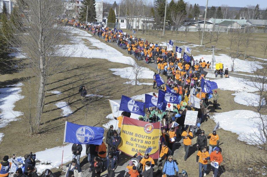 LOCK-OUT JOUR 91 (31 mars) GRANDE MANIFESTATION À ALMA La marée humaine a déambulé dans les rues d'Alma. Selon différents observateurs, environ 5000 personnes prenaient part à la grande marche. | 9 avril 2012