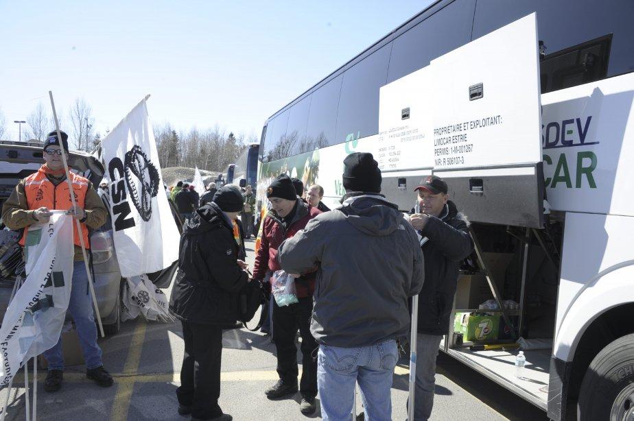 LOCK-OUT JOUR 91 (31 mars) GRANDE MANIFESTATION À ALMA Les syndiqués ont eu droit à une journée ensoleillée pour leur grande marche. | 9 avril 2012