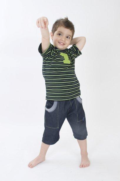 T-shirt pour garçon de la collection Bête pas Bête Design 26,95 $ et bermuda de denim 29,95 $, www.betepasbetedesign.com ()