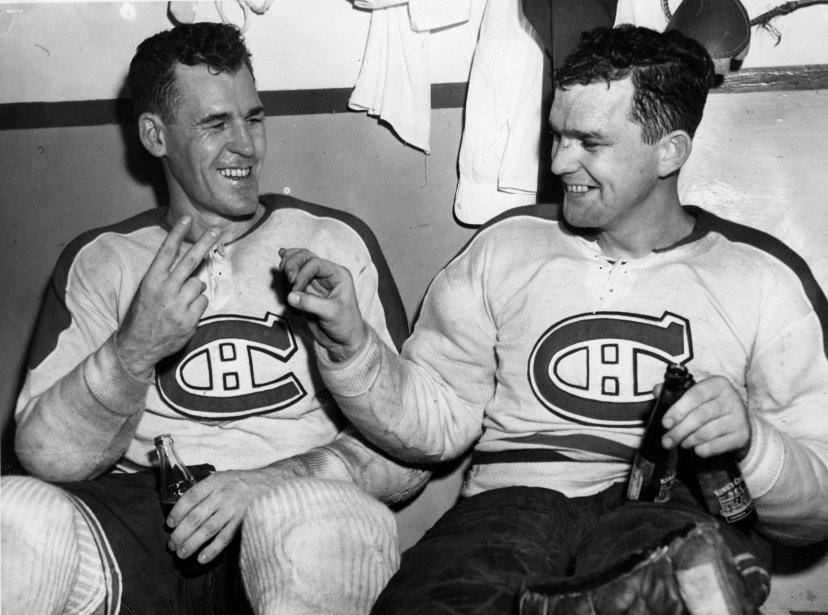 Émile Bouchard et Bill Durnan. Bouchard a compté deux buts et Durnan a réussi un blanchissage lors d'une victoire du Canadien contre les Red Wings de Detroit, le 8 novembre 1948. (Archives La Presse)